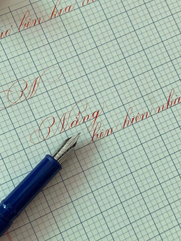 Bút máy khắc tên